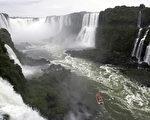 南美伊瓜苏大瀑布(Iguazu Falls)是巴西和阿根廷的自然分界线。(JUAN MABROMATA / AFP ImageForum)