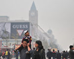 中共央行16日称,将对政策适时适度地预调微调。业内专家指出,不管中共如何掩盖,中国经济已无路可走,坐等崩溃。图为,北京一景。(STR/AFP/Getty Images)