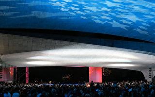 由台灣旅奧作曲家施捷創作、國立臺灣交響樂團演出的史詩樂篇「祈福」大型音樂會,19日晚上在日月潭向山遊客中心登場,但舞台因雨移至建物跨距內。(日管處提供)