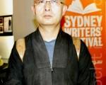 2011年11月21日晚,在悉尼的拜尔沃剧场(Belvoir Theatre)成功举办了中国异议作家廖亦武的签书会。(摄影:袁丽/大纪元)