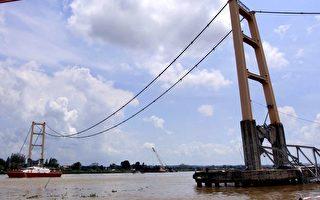印尼橋梁坍塌 增至12死39傷