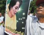 昂山素姬沒有權力、沒有金錢、沒有官銜,卻擁有了緬甸人民的心。(AFP)
