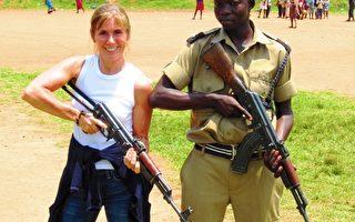 科恩女士受雇于美国国务院,在非洲做射击训练。(图片提供:科恩女士)