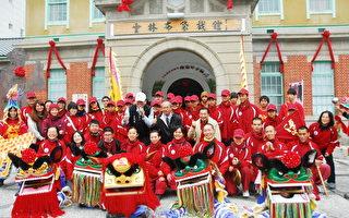 来自云林的小优人及优人神鼓,9日拜访虎尾的云林布袋戏馆。(云林县府提供)