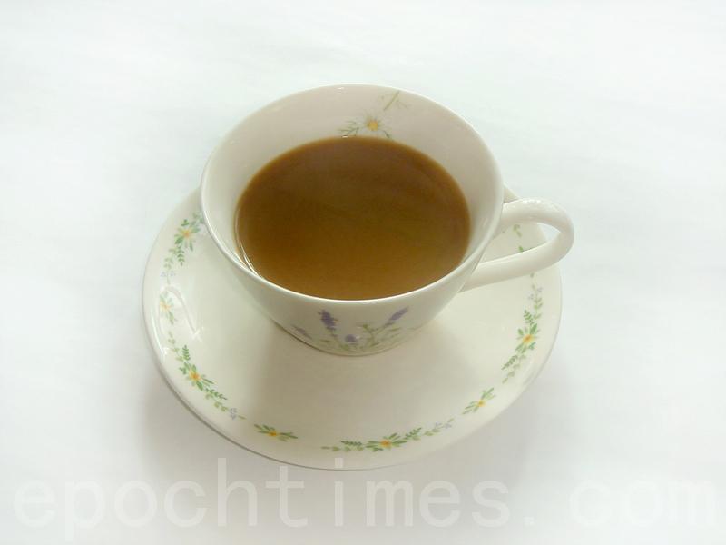 香气浓郁的咖啡,蕴藏了酸苦、甘醇的多重口感,可直接饮用,或加牛奶饮用,风靡了全世界(摄影: 彩霞/大纪元)