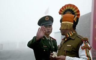 中印边境对峙已超过一个月,外界关注局势走向。外媒最新透露,习近平和印度总理莫迪曾就中印边境冲突达成秘密协定。美国政府日前也再次表态,希望中印双方直接对话,来缓解紧张局势。(DIPTENDU DUTTA/AFP/Getty Images)