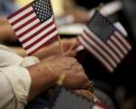 华人要融入美国社会,首要一点就是你的思想、理念、你所抱持的价值观要和美国人民是一致的。(DON EMMERT/AFP/Getty Images)