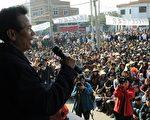 图为,21日乌坎村村民在召开村民大会。(MARK RALSTON/AFP/Getty Images)