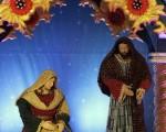 后人为纪念耶稣的诞生,订出12月25日为圣诞节。图为2011年12月14日,黎巴嫩贝鲁特一购特商场橱窗里的圣诞布置。(JOSEPH EID / AFP ImageForum)
