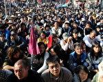 乌坎村民的抗争致使官方让步,但对中共可能秋后算账的疑虑尚未消除。(MARK RALSTON/AFP/Getty Images)