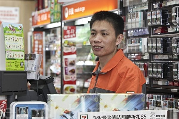 圣诞前夜香港店员善心劝退大陆持枪抢匪