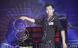首位创出健力士世界纪录的香港魔术师李行齐(摄影:余钢/大纪元)