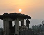 美国驻阿富汗的10万美军中,约有三分之一定于今年9月前从该国撤离,今年预计将成为美国逐步降低在阿富汗军事存在的过渡之年。图为驻守阿富汗的美军。(AFP)