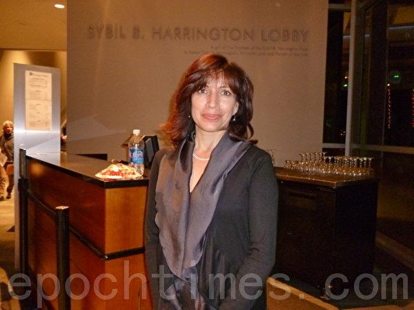 Linda Lopez-Escobar深刻感受到神韻演出中強烈的文化內涵,並為她帶來很好的影響。(攝影:易永琦/大紀元)