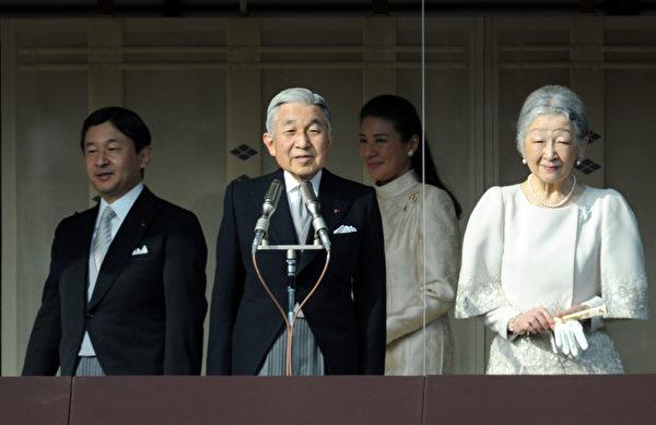 2012年1月2日,明仁天皇向前來朝賀的民眾發表談話(AFP PHOTO / TOSHIFUMI KITAMURA)