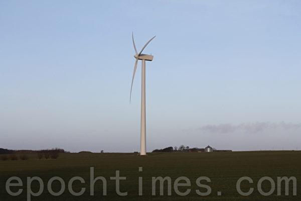 在丹麥常能看到風車旋轉在天地之間 (攝影:吳馨/大紀元)