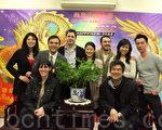 图为黄哲伦(右前1)和剧组人员在联成公所。(摄影:杜国辉∕大纪元)