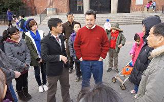 图为奥迪玆议员和社区人士在交谈。(图由奥迪玆众议员办公室提供)