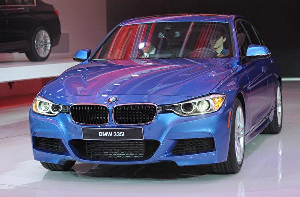 底特律車展1月10日開跑,將凸顯復甦的美國車市,以及 General Motors (通用)、Ford Motor (福特) 和 Chrysler (克萊斯勒) 三大美國車廠的命運轉折。圖為BMW 335i。(STAN HONDA / AFP ImageForum)