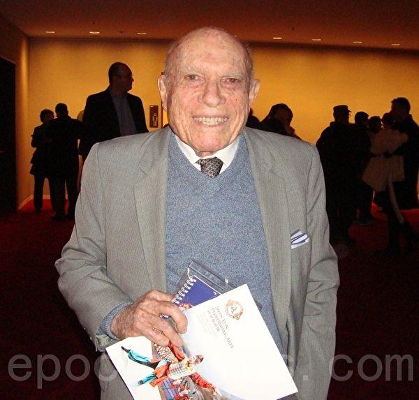 美國著名作家,曾在世界著名的人權機構「自由之家」擔任過21年執行主任的里奧納多‧薩斯門(Leonard Sussman)先生(攝影:潘美玲/大紀元)