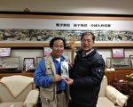 赴台宣传民主女神像的六四雕塑家陈维明受到金门县县长李沃士的热情欢迎(陈维明提供)