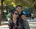梁波和她的孩子(明慧网图片)