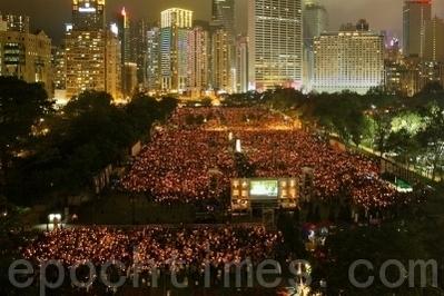 香港纪念六‧四22周年,15萬人在维多利亞公園燃起點點燭光。(摄影:潘在殊/大纪元)