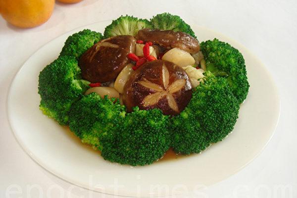 """""""花开富贵""""是象征丰盛、富贵的年菜(摄影: 林秀霞 / 大纪元)"""