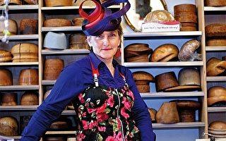 有当今澳大利亚女帽界大师之称的瓦尔特劳德.莱纳(Waltraud Reiner)。 (摄影: Bernie/ 大纪元)
