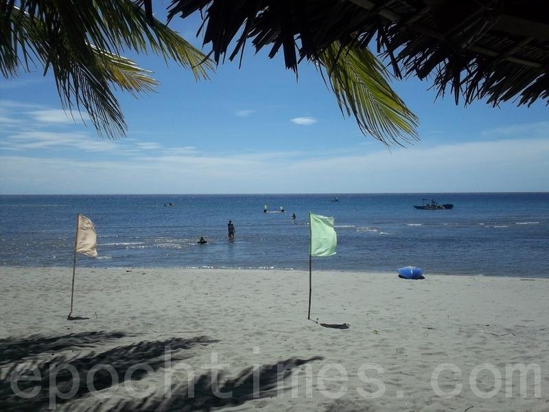 Monarch Sands Beach Resort 外的沙灘。(攝影: 田善妃 / 大紀元)