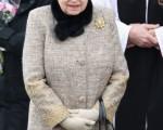 女王在公开场合出现,左手臂上都会挎著一个手提包。 (Chris Jackson - WPA Pool/Getty Images)