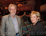 教育慈善家霍爾茲曼(Warren Holtzman)先生與夫人一同觀看了2月10日晚的神韻演出(攝影:楊辰/大紀元)