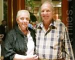 艾倫(Allen)和桑德拉(Sandra)是一對加拿大夫婦,每年冬天都會來佛州居住一段時間。艾倫說,演出是一流的。(攝影:李新/大紀元)