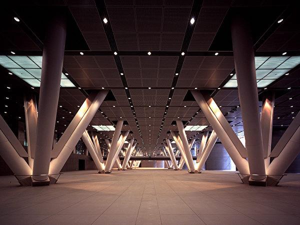 東京國際論壇大樓的內部獨特的設計風格(圖片來源:Tokyo International Forum)