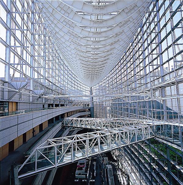 著名的東京國際論壇中心的玻璃設計(圖片來源:Tokyo International Forum)