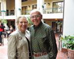 投資家斯坦利‧澤曼(Stanley Zerman)先生與夫人阿迪爾‧澤曼(Adele Zerman)非常激動地說:「神韻演出是生平所見最殊勝、美好的演出,我們非常慶幸有機會欣賞神韻。」(攝影: 楊辰 / 大紀元)