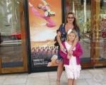 俄羅斯女士珍娜‧迪米瑞卡(Jenna Demircan)與女兒瑪莉亞一起觀賞了神韻演出(攝影:楊辰 / 大紀元)