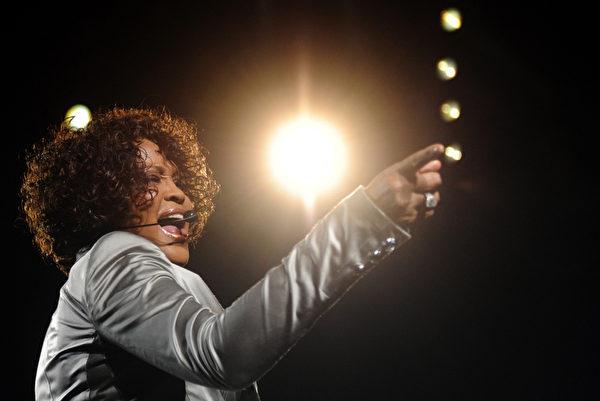 2010年惠特尼·休斯顿在德国的演唱会。(STEFFI LOOS / AFP)