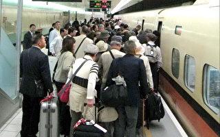 旅客踊跃揪团搭高铁、轻松游台湾。(摄影:徐乃义/大纪元)
