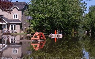 2011年魁北克省南部黎塞留谷地遭受严重洪灾,大量居民房屋被淹。(摄影:孙萍/大纪元)