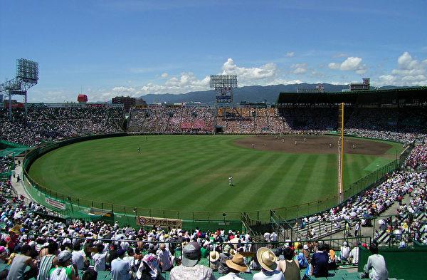 西宫市是日本著名棒球队-阪神老虎队的大本营,其所属的甲子园棒球场也是每年日本高中生春•夏棒球联赛的决赛战场,甲子园因此也成为了日本高中生心目中的圣地。(Wikipedia)