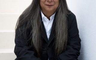 """参加2012""""伦敦时装周""""的华裔设计师John Rocha(John Rocha提供)"""