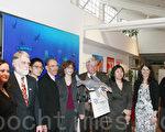 梅塞尔(Alan Maisel)(右4)、孟昭文(Grace Meng)(右3)、罗森塔尔(Linda Rosenthal)(左5)等和动物与环境保护组织在记者会上。(摄影:陈天成/大纪元)