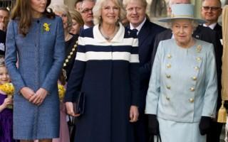 (左起)威廉王子的娇妻凯特(Kate)和婆婆卡蜜拉(Camilla)与英国女王一同在高档百货公司逛街。(Jeff Spicer - WPA Pool/Getty Images)