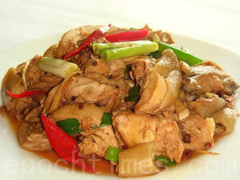 东安鸡俱全了香、甜、酸、辣、嫩、脆六味(摄影: 彩霞 / 大纪元)