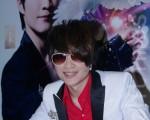 李佳峰在簽書會上宣佈,即將於3月6日赴日進行魔術PK賽。(攝影:黃宗茂/大紀元)