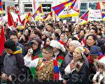 圖:3月10日,近千名藏人及支持者在加拿大多倫多市登打仕廣場紀念西藏抗暴53週年。(攝影:周行/大紀元)