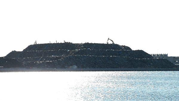 地震後產生的垃圾堆(攝像:楊樹森/大紀元)