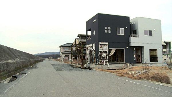 海嘯中損壞的房屋(攝影:楊樹森/大紀元)