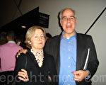 阿诺‧潘尼斯是金融经济顾问,他和妻子一起来观看演出。(摄影:孙华/大纪元)